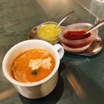 インド料理 ショナ・ルパ - クリーミィで濃厚なトマトスープ。身体にいいやつ!