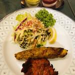 インド料理 ショナ・ルパ - コールスロー、シシカバブ、タンドリーチキン。ランチセットについていますよ〜