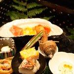 こころをなでる静寂 みやこ - かます焼き目寿司、梅貝の甘煮、汲み上げ湯葉とオクラ和えもの、ほおずき見立てチーズ