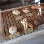 KOUB - 小さいパンが多い