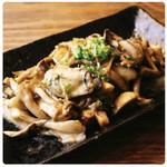 牡蠣と5種のキノコのガーリックバター