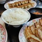 95028411 - 餃子定食!