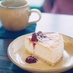 カフェ クーヘン - NYチーズケーキ 450円 ハンドドリップコーヒー 400円