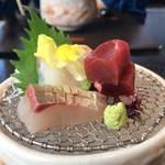 讃アプローズ - お刺身は縞鰺(手前)、鯛、マグロ赤身