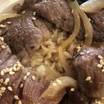 ばぁばのごはん - 飛騨牛カルビ丼のアップ