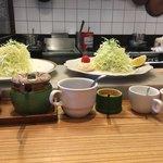 キッチン直 - サラダ準備