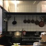 キッチン直 - キレイに手入れされてる厨房