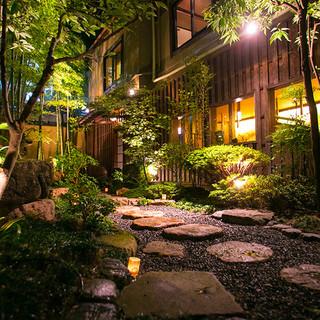 神戸・北野の細い路地に佇む隠れ家。