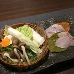 加太淡嶋温泉 大阪屋ひいなの湯 - 加太の紅葉鯛のしゃぶしゃぶ