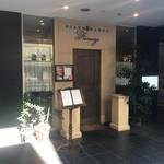 イタリア料理 フィオレンツァ - ビルの1階