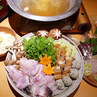 【冬季限定】今年は「うなぎと河豚の金鍋に色々キノコ」♪