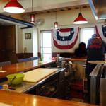 ユーエスバーガー - オープンキッチンなので、ハンバーガーが出来上がるまでの工程を全て見ることが出来ます。