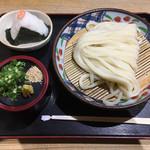 本格手打うどん 麺むすび - ざるうどん400円、おにぎり120円