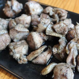 強火で鶏肉の旨味をギュッと閉じ込めた『地鶏のもも焼き』