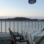 レストラン ラ・マーレ - 店内 窓から海が見えます*