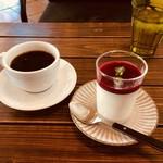 グリーンルーム ダイニング&カフェ - ドリップコーヒーとパンナコッタ