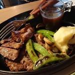 Kaka'ako Dining & Cafe  - ビーフステーキ!