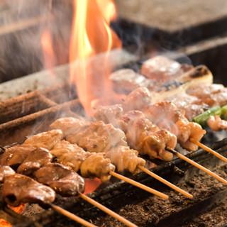 炭火の香ばしい焼鳥や鮮度抜群のお刺身を、心ゆくまで満喫