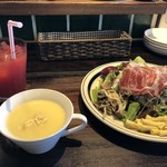ノムカ+cafe - 最初に「スープ」「前菜」、ドリンクはアフターにもできますが、先に出汁イェイただ来ました。