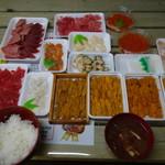 塩釜仲卸市場 マイ海鮮丼コーナー - 朝ごはん
