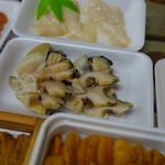 塩釜仲卸市場 マイ海鮮丼コーナー - 貝類も