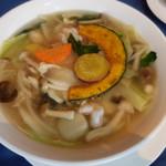 95059040 - 麺セットの海老と季節野菜の汁そば