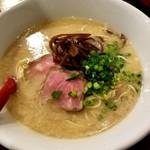 ラーメンストップ ボン - 料理写真:博多豚骨ら~麺 650円