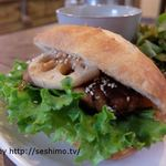D'ici - 料理写真:照り焼きチキンと豆腐ハンバーグのサンドウィッチ