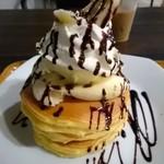 95064772 - チョコバナナパンケーキ。