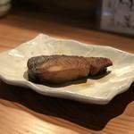 魚河岸酒場FUKU浜金 - お通し(ブリの照り焼き)