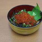 玄洋食堂 - いくら丼(800円)!プチプチ感をたっぷり味わってください。