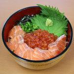 玄洋食堂 - 鮭の親子丼(500円)!脂ののった鮭といくらが相性バツグン☆