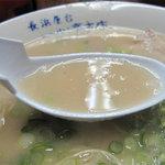9507256 - 獣臭ややありの昔臭い風味があります。スープは豚骨・豚皮・背脂から作り、他は一切無しというコトです。