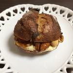 95072296 - フリュイ レーズンなどのフルーツ沢山の生地にキャラメリゼしたナッツやバターが・・美味しいです!