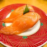 廻鮮すし 玄海丸 - 料理写真:「生サーモン」(250円+税)。サーモン美味し!