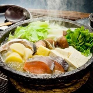 季節の味を楽しむ。本場北海道仕込みの石狩鍋を満喫!