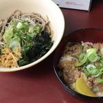 笠置そば - 料理写真:ランチ もつ煮込み丼とお蕎麦のセット(冷)