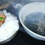 焼肉あじめ - 料理写真:ライス(大、塩タンのってますw)+わかめスープ
