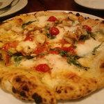 9510769 - イカの入ったピザ