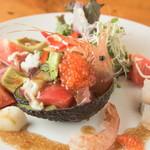 いし乃 - 料理写真:アボカドとトマト鮮魚サラダ