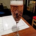 フレンチおでんとガブ飲みワイン ビストロバンバン - フルール ド フランス ロゼ