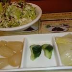 ピッコロ - 先に出るセットのサラダと薬味