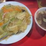 95105887 - 中華飯(店内呼称は中華丼)、スープ付いて550円