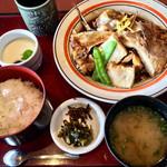 本家 山賊鍋 - あらだき定食 939円(ご飯おかわりOK)