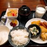 駅裏食堂 - 朝食