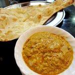 インド食堂 マハトマ - ムグライチキンカレーとナンです