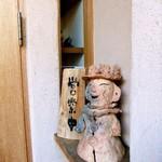 まめ蔵 - 埴輪…店内にも不思議な置物がたくさんあり、欲しいと言えば買えるようです。