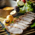 雪室熟成黄金豚ロース肉のステーキ~グリル野菜とチェダーチーズを添えて~