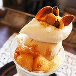 treffen - 料理写真:煮詰めリンゴとクリームチーズのパフェ650円