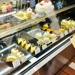 アトリエアルション - ケーキ… ちょっと寂しすぎる…(18時ごろの店内)